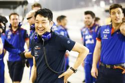 Il team Toro Rosso festeggia un 4° posto alla fine della gara