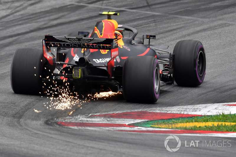 Max Verstappen, Red Bull Racing RB14 sparks