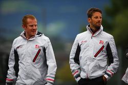 Romain Grosjean, Haas F1 Team, walks the circuit alongside colleagues