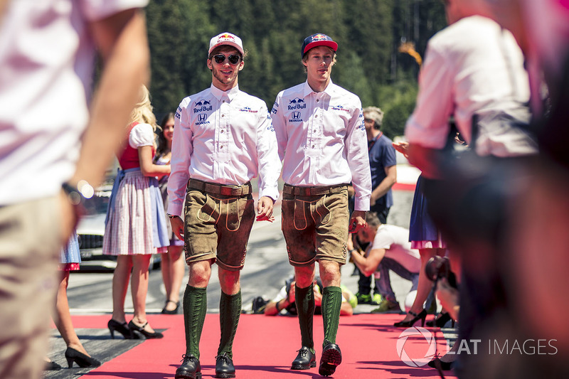 Pierre Gasly, Scuderia Toro Rosso et Brendon Hartley, Scuderia Toro Rosso lors de la parade des pilotes