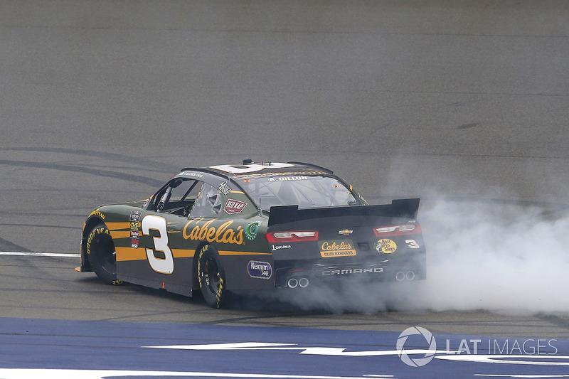 Austin Dillon, Richard Childress Racing, Chevrolet Camaro Bass Pro Shops / Cabela's celebrates his win with a burnout