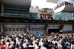 Подиум: победитель - Нико Росберг, Mercedes AMG F1 Team, второе место - Себастьян Феттель, Ferrari и