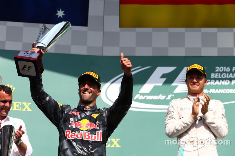 Podyum: Daniel Ricciardo, Red Bull Racing RB12 ve Nico Rosberg, Mercedes AMG Petronas F1 W07