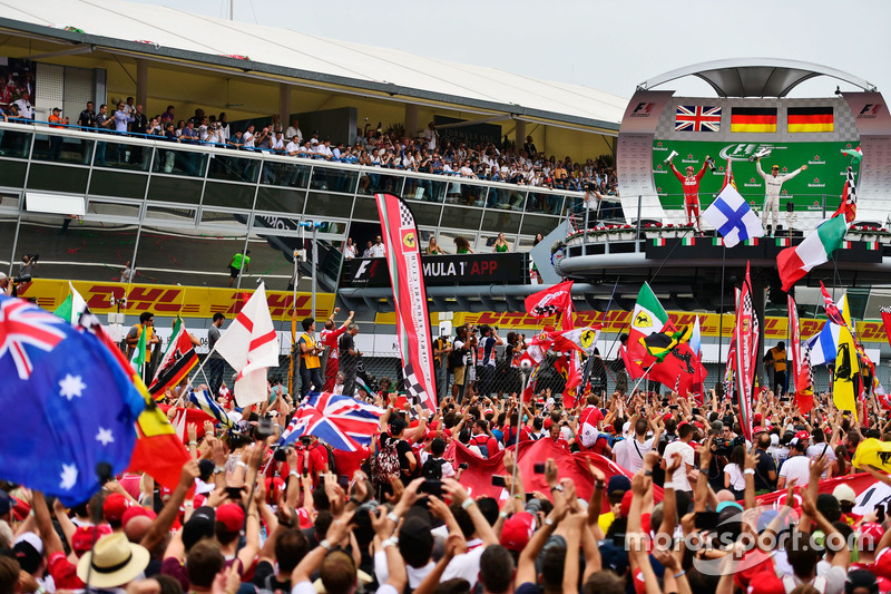 (L to R): Sebastian Vettel, Ferrari and race winner Nico Rosberg, Mercedes AMG F1 celebrate on the p
