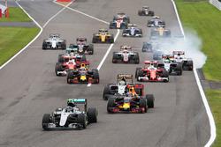 Nico Rosberg, Mercedes AMG F1 W07 Hybrid mène au départ