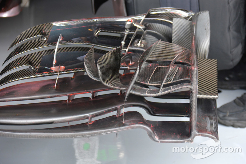 Fernando Alonso, McLaren MP4-31 front wing detail