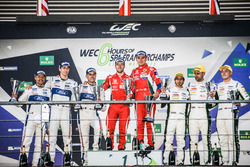 Podium LMGTE Pro: winnaars Davide Rigon, Sam Bird, AF Corse, tweede Marino Franchitti, Andy Priaulx,