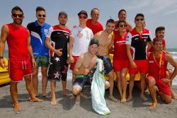 I piloti della Superbike in spiaggia