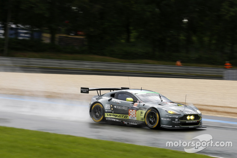 #98 Aston Martin Racing Aston Martin Vantage: PПол Далла Лана, Педро Ламі, Матіас Лауда