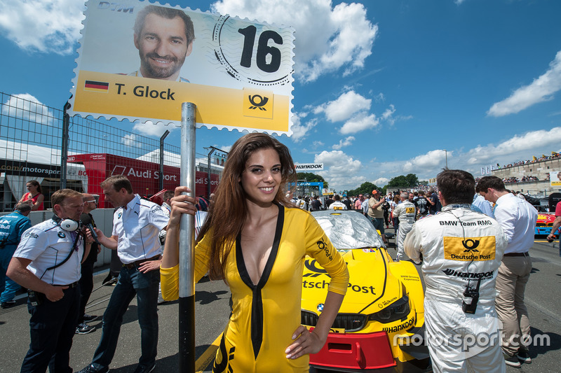 Grid girl, Timo Glock, BMW Team RMG, BMW M4 DTM