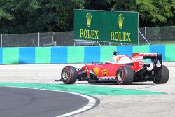 Kimi Raikkonen, Ferrari SF16-H runs wide