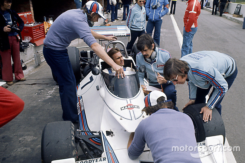 Carlos Reutemann, Brabham BT44B-Ford, Bernie Ecclestone, Gordon Murray and Herbie Blash