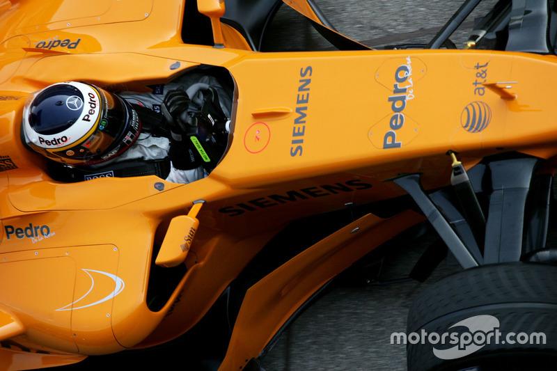 Pedro de la Rosa, McLaren MP4-21 en un test de pretemporada
