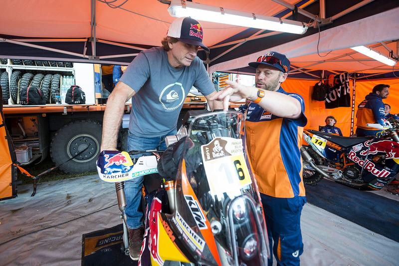 Robby Naish with the bike #16 Red Bull KTM Factory Racing: Matthias Walkner