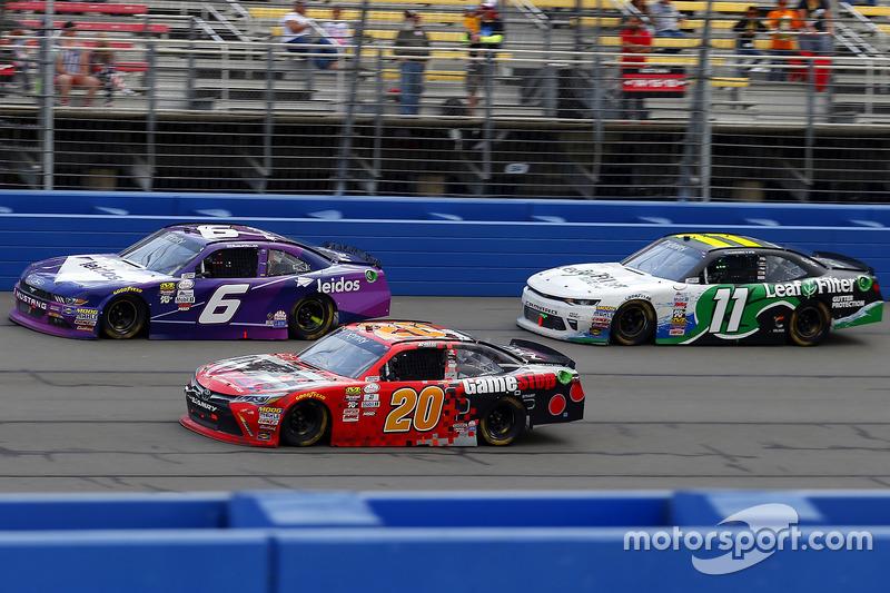 Erik Jones, Joe Gibbs Racing Toyota, Darrell Wallace Jr., Roush Fenway Racing Ford y Blake Koch, Kaulig Racing Chevrolet