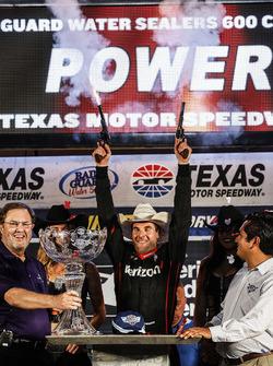 Will Power, Team Penske Team Penske Chevrolet in victory lane with guns