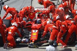 Arrêt au stand de Kimi Raikkonen, Ferrari SF70H