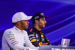 Race winner Lewis Hamilton, Mercedes AMG F1 and Daniel Ricciardo, Red Bull Racing in the Press Conference
