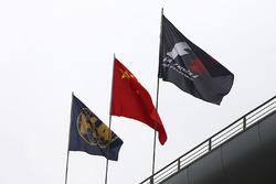 Флаги FIA, Китая и Формулы 1