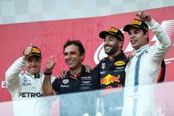 (L to R): Valtteri Bottas, Mercedes AMG F1, Pierre Wache, Red Bull Racing Chief Engineer Performance Engineering, race winner Daniel Ricciardo, Red Bull Racing, Lance Stroll, Williams