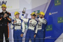 المنصة: المركز الثالث رقم 36 سيغناتيك ألبين إيه460 نيسان: غوستافو مينيزيز، نيكولاس لابيير، ستيفان ري