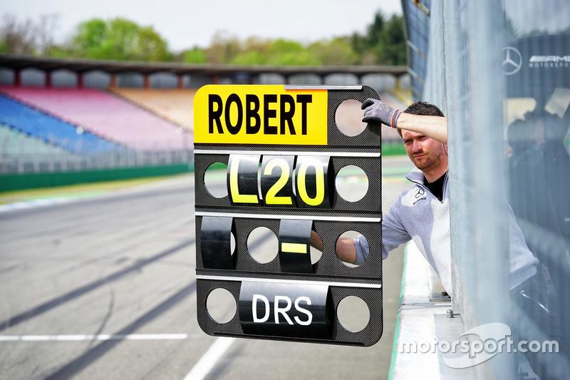 Pit board Robert Wickens, Mercedes-AMG Team HWA, Mercedes-AMG C63 DTM