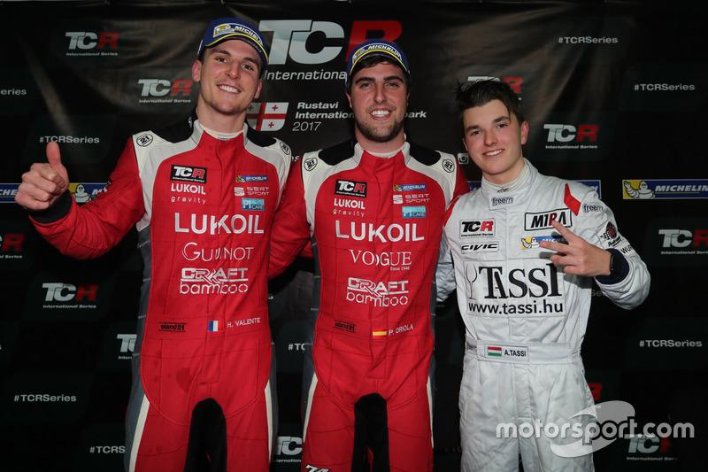 Podio: Ganador de la carrera Pepe Oriola, Lukoil Craft-Bamboo Racing, SEAT León TCR, segundo lugar H