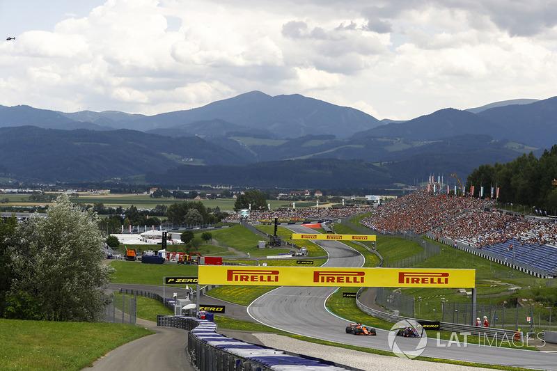 Daniil Kvyat, Scuderia Toro Rosso STR12, passes Fernando Alonso, McLaren MCL32