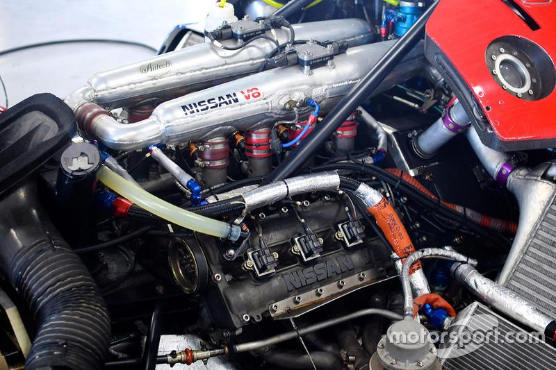 Nissan V8, motor