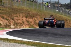 Fernando Alonso, McLaren MCL32 sparks