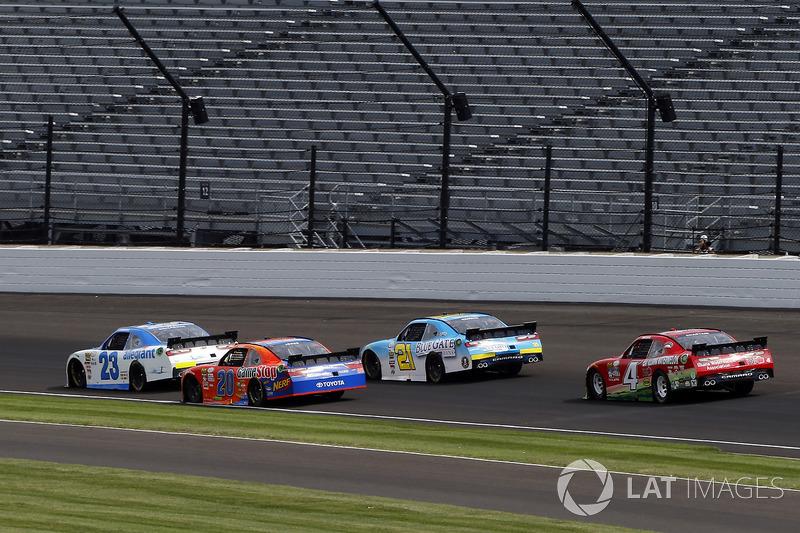 Spencer Gallagher, GMS Racing Chevrolet y Erik Jones, Joe Gibbs Racing Toyota