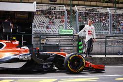 Kevin Magnussen, Haas F1 Team, Stoffel Vandoorne, McLaren MCL32