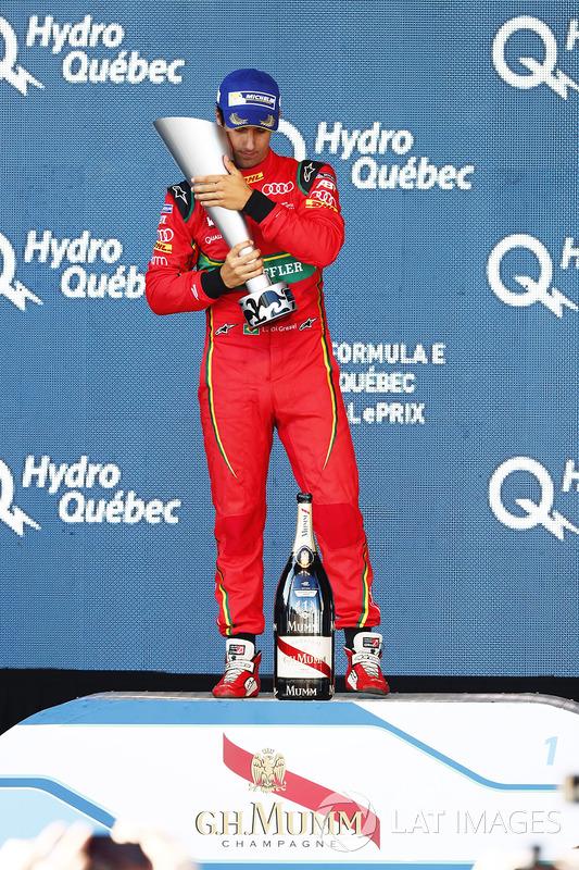 Lucas di Grassi, ABT Schaeffler Audi Sport, con su trofeo en el podio