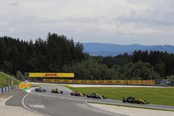 Jolyon Palmer, Renault Sport F1 Team RS17, Kevin Magnussen, Haas F1 Team VF-17, Stoffel Vandoorne, McLaren MCL32, Nico Hulkenberg, Renault Sport F1 Team RS17
