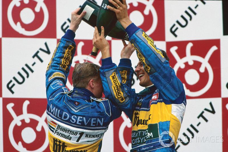 Podyum: Yarış galibi Michael Schumacher, Benetton, 3. Johnny Herbert, Benetton