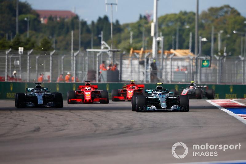 Así mantuvo detrás a Vettel y permitió a su compañero escaparse por delante