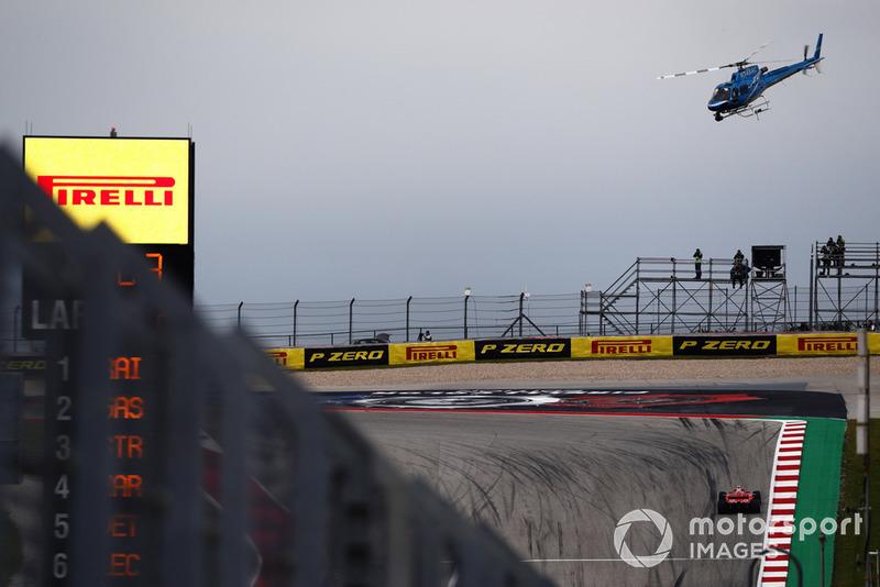 L'hélicoptère de la télé survole Kimi Raikkonen, Ferrari SF71H