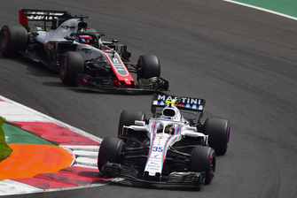 Sergey Sirotkin, Williams FW41 and Romain Grosjean, Haas F1 Team VF-18
