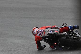 Sturz: Andrea Dovizioso, Ducati Team
