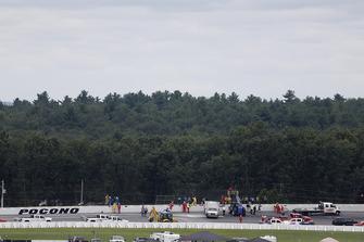 Réparations sur le mur et la clôture après l'accident de Robert Wickens, Schmidt Peterson Motorsports Honda