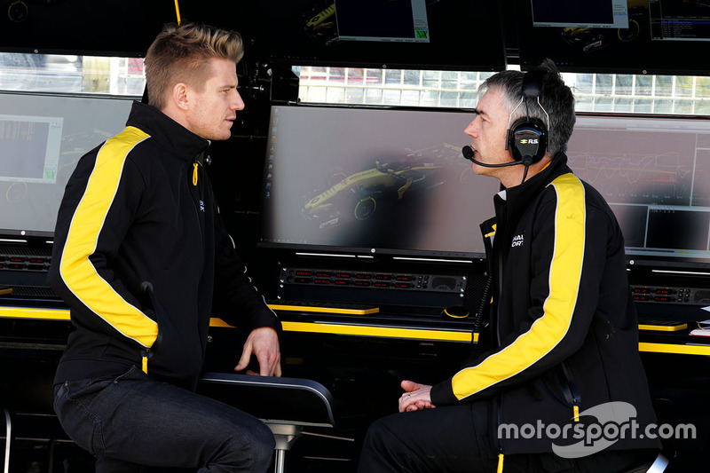 Nico Hulkenberg, Renault Sport F1 Team with Nick Chester, Renault Sport F1 Team Chassis Technical Di