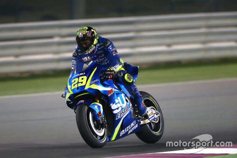Andrea Iannone, Team Suzuki MotoGP, mit Aerodynamic-Flügel an der Suzuki-Verkleidung