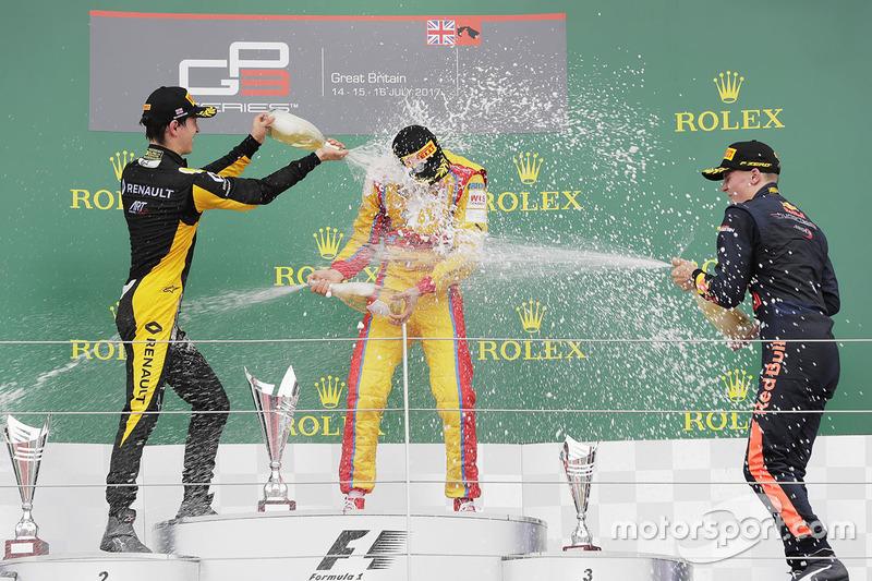 Podio: ganador de la carrera Giuliano Alesi, Trident, segundo lugar Jack Aitken, ART Grand Prix, tercer lugar Niko Kari, Arden International