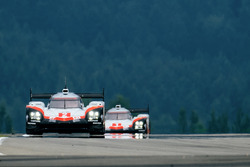№2 Porsche Team, Porsche 919 Hybrid: Брендон Хартли, Эрл Бамбер, Тимо Бернхард; №1 Porsche Team, Porsche 919 Hybrid: Андре Лоттерер, Ник Тэнди, Нил Джани