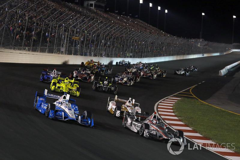 Старт гонки: лидируют Уилл Пауэр и Джозеф Ньюгарден, Team Penske Chevrolet