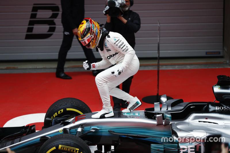Primera del año para Hamilton que aprieta el puño
