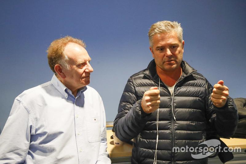 Neil Oatley, directeur du design et du développement pour McLaren Formula One team et Gil de Ferran