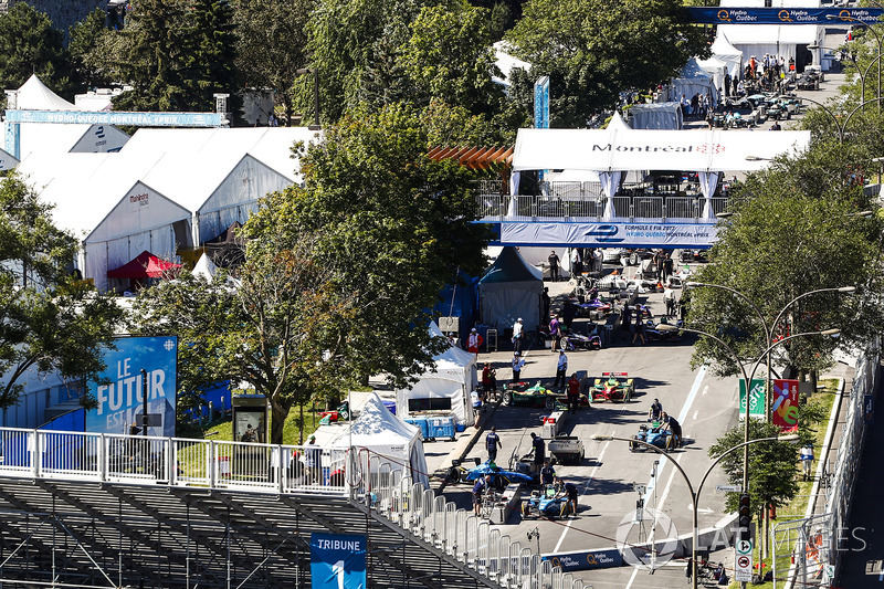 El equipo eDAMS y Abt Audi se preparan en in the pits