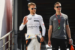Jenson Button, McLaren, his trainer Mike Collier