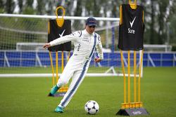 Felipe Massa, Williams plays football at Chelsea FC's facilities